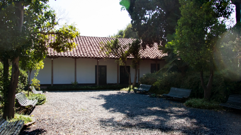 The campus is located in an old colonial house made of adobe and wood, which remains standing today.