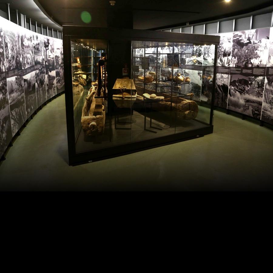 Imagen de telar en Sala de exhibición <i>Kimeluwün</i>. Museo Leandro Penchulef. Campus Villarrica.
