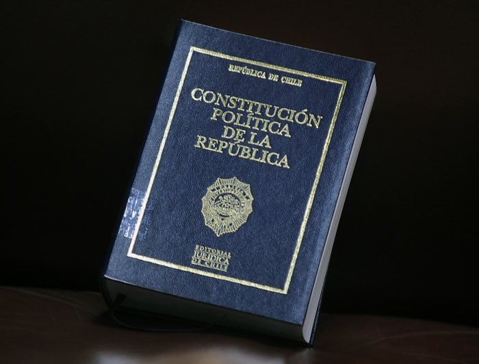 Libro Constitución Política de la República de Chile.
